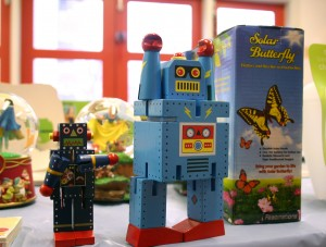 Toy robots reach up